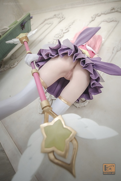 Personage Guardian Lux wide..