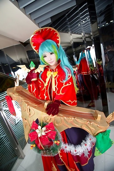 Best Sona Cosplay Heaping up..